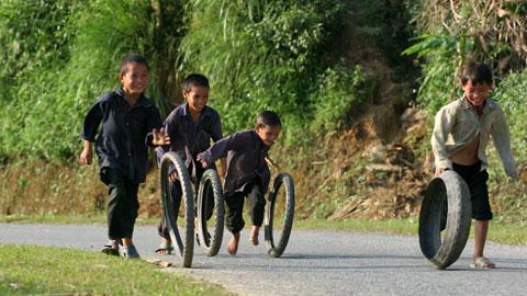 Joining Fun in Traditional games of children in Vietnam's mountainous region